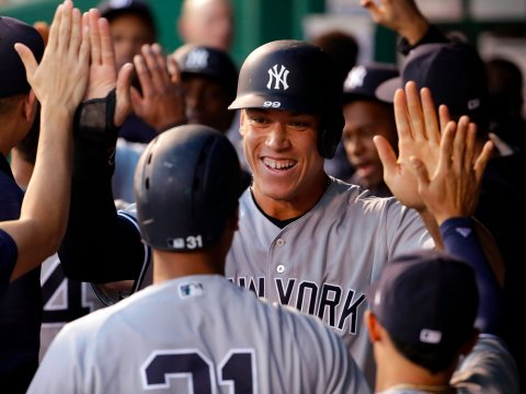 aaron-judge-high-fives-yankees.jpg
